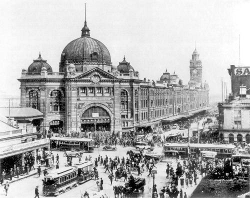 Flinders Street Station in 1927 Foto:Publiek domein