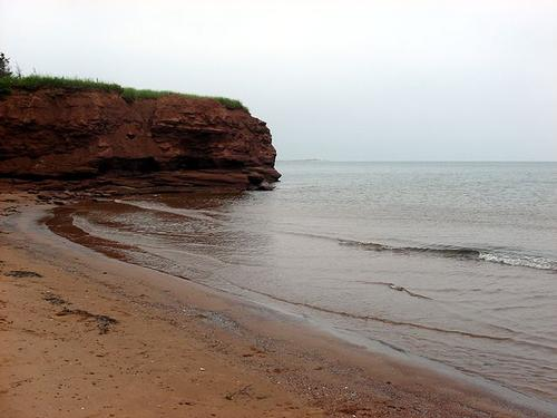 Rode zandsteen in Cabbot Beach Proncial Park, Prince Edward Island foto: Qyd