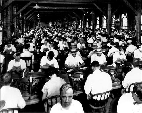 Sigarenmakers ca. 1920 in Ybor City, Florida