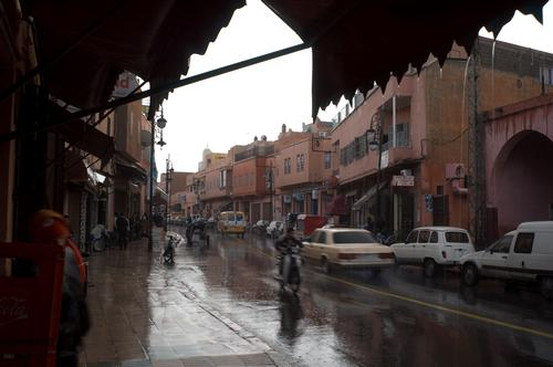 Het regent ook weleens in de winter in Marrakech Foto:Lars Plougmann