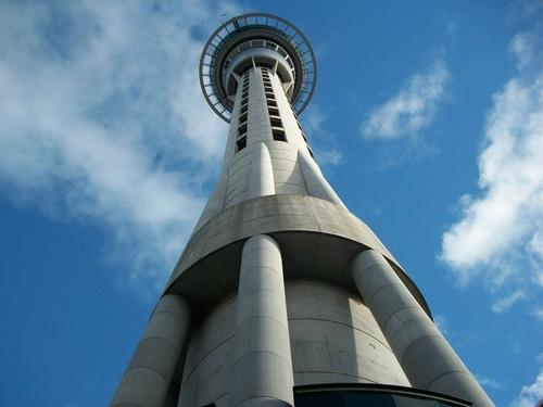 Sky Tower in Auckland Foto:Tomwsulcer