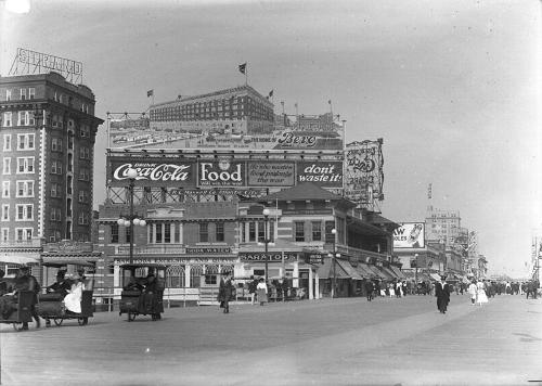 Boardwalk Atlantic City in 1917 Foto:Publiek Domein